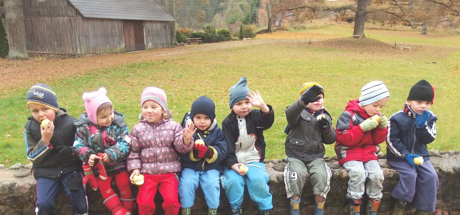 Les enfants du village